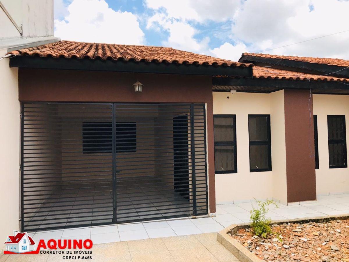 Casa com 3 Suítes, 3 sala comercial e 2 kit-net no centro de Sinop/MT na avenida.