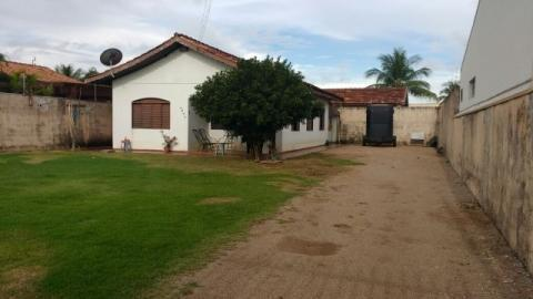 Residência na Avenida das Itaúbas