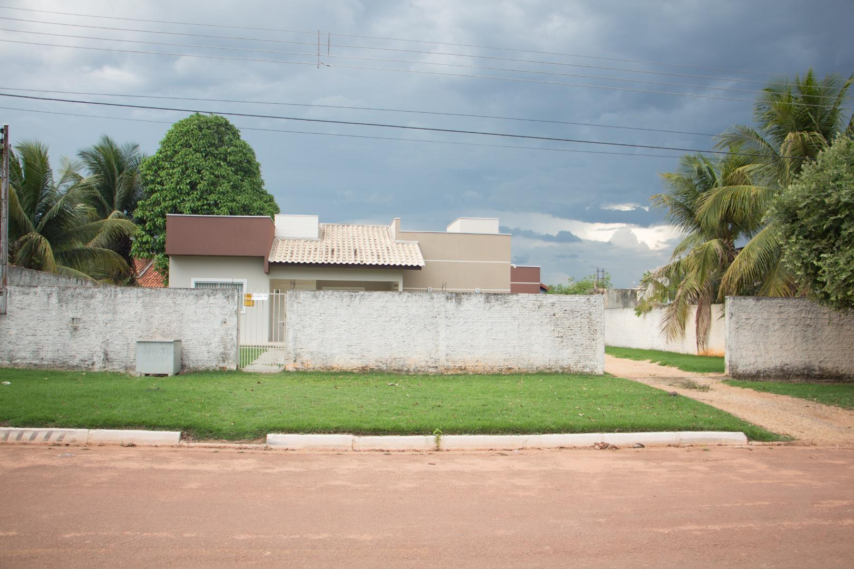 LINDA CASA NO CENTRO DE GUARANTÃ